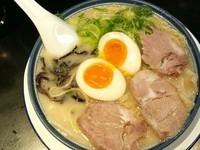 「煮玉子ワンタン麺」@博多ラーメン しばらく 西新店の写真