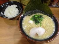 「ラーメン+ライス(680円+無料)」@横浜家系ラーメン 秋津商店2号店の写真