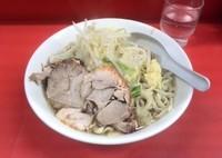 「ラーメン(野菜少なめ・にんにく)」@ラーメン二郎 松戸駅前店の写真