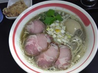 「7種の煮干しらーめん、味玉、ミニ揚げチキン、小ライス」@自家製麺SHINの写真