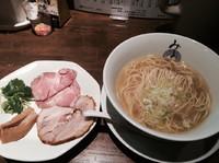 「限定  塩らーめん  奥久慈軍鶏ver  700円  麺カタメ」@麺処みどり 伊勢崎店の写真