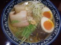 「味玉塩ラーメン(900円)、チャーハン(小)(290円)」@一白の写真