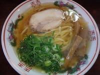 「金醤油ラーメン(670円)(太麺)唐揚げ(290円)」@金久右衛門 本店の写真