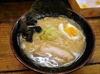 「ラーメン¥580」@濃厚とんこつ醤油 鶴亀家の写真