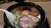 「とんこつラーメン+替え玉4(30分以内は何杯でも無料)」@麺家 匠の写真