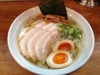 「特製らぁめん(しお)」@ラーメン 月麺の写真