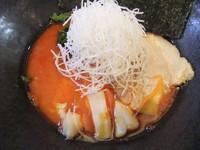 「ニンニクピリ辛ラーメン(半)(540円)」@麺飯店 マラマラの写真