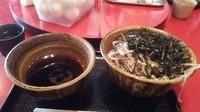 「肉そば 中盛 790円」@なぜ蕎麦にラー油を入れるのか。 池袋本店壬生の写真