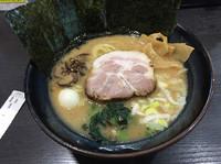「豚骨醤油ラーメン並」@松壱家 茅ヶ崎店の写真