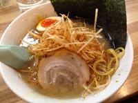 「醤油ラーメン+ピリ辛ネギ」@ラーメンハウス三太 モール街店の写真