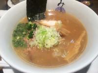 「鶏白湯  醤油  800円」@麺処みどり 伊勢崎店の写真
