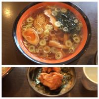 「唐揚げ丼とラーメンのランチセット780円」@ラーメン 文多の写真
