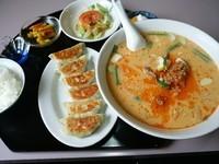 「ラーメンセット(担々麺+餃子+ライス)850円」@福聚来の写真
