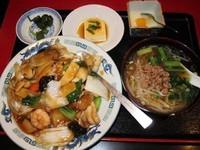 「中華丼+半ラーメン 750円(ランチ)」@中国料理居酒屋 珍味館 東浅草店の写真