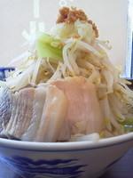 「ラーメン(ヤサイニンニクアブラ)\730」@山勝角ふじ 二十世紀が丘店の写真