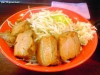 「ブタメン(中)豚マシ+生たまご 「ニンニク」(880円)」@恵比寿ブタメンの写真