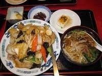 「中華丼と半ラーメンのセット 750円(ランチ)」@中国料理居酒屋 珍味館 東浅草店の写真