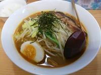 「炙りチャーシューカレーラーメン ※ライス付(麺大盛:無料)」@魔女のカレーの写真