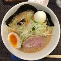 「野菜のせラーメン880円」@野方ホープ 元住吉店の写真