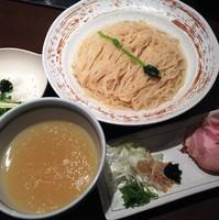 「【夏季限定】薬涼潮つけそば+〆の冷や飯」@麺や 虎徹の写真