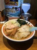 「ワンタンそば中 900円」@松戸中華そば 富田食堂の写真