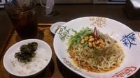 「麻辣汁なし担々麺セット(高菜飯・プーアル茶付き)」@香家 新代田本店の写真