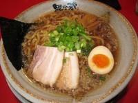 「醤油ラーメン太麺 712円」@越後秘蔵麺 無尽蔵 花園家の写真