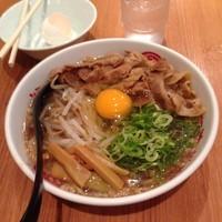 「肉そば大盛り+生卵無料」@徳島中華そば 徳福 川崎モアーズ店の写真