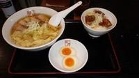 「ワンタン麺と炙りチャーシュー飯セット」@喜多方ラーメン 坂内 金沢文庫店の写真