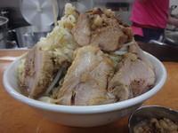 「豚ラーメン(900円)(ヤサイニンニクアブラトウガラシ)」@ラーメン荘 歴史を刻め 六甲道の写真