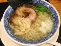 「天然塩ラーメン(並)+まぶし飯:850円」@新宿めんや 風花 本店の写真