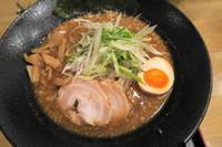 「黒 マー油 大盛+餃子」@麺屋 大申の写真