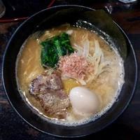 「煮干豚骨味玉790円」@味山河 上星川店の写真