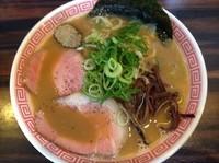 「豚骨煮干しそば ¥750 替玉 ¥100」@丸め~背脂煮干~の写真