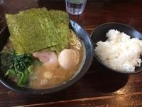 「味玉ラーメン(750円)」@横浜ラーメン 武蔵家 西千葉店の写真