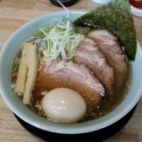「焼豚らーめん900円+半熟味玉(力丸くん)100円」@麺屋 つるるの写真