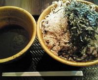 「肉そば(大) 790円」@なぜ蕎麦にラー油を入れるのか。 池袋本店壬生の写真