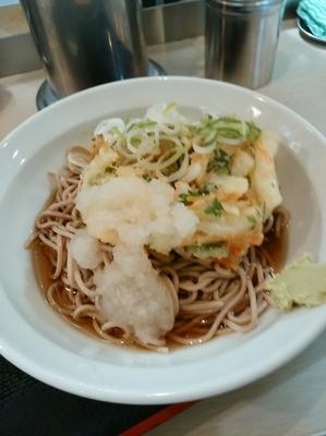「冷やし天ぷら(かきあげ)440円」@えきめんや 品川店の写真