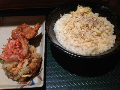「かけ小+えびのかき揚げ+鶏の唐揚」@はなまるうどん 赤坂一ツ木通り店の写真