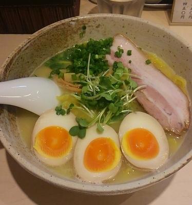 「塩らぁめん+味玉 800円」@麺や けせらせらの写真