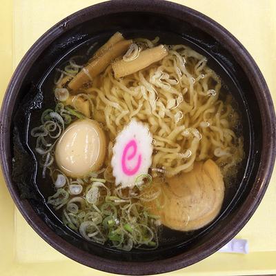 「佐野ラーメン煮玉子入り」@東北自動車道 佐野SA 上りスナックコーナーの写真