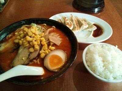 「辛味噌ラーメン+餃子セット」@麺屋 きよしの写真