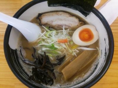 「とんこつこってり(しょうゆ、細麺、硬め)+替え玉(硬め)」@濃厚ラーメン じゅんの写真
