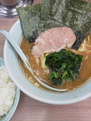 「ラーメン(並)硬め\650+サービス並ライス」@横浜ラーメン 武蔵家 白山店の写真