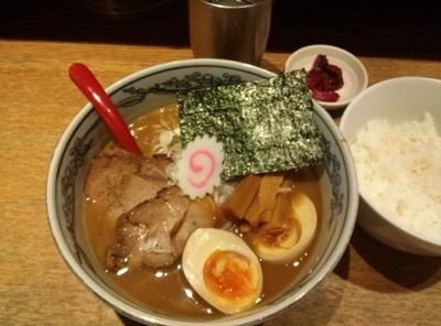「特製六三六らーめん910円  ライス100円」@麺や 六三六 姫路店の写真