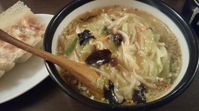 「野菜たっぷりみそらーめん+焼きギョウザ」@南南 とくとくやの写真