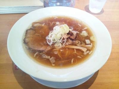 「丸鶏の醤油らーめん + チャーシュー丼」@らーめんキッチン いいづかの写真