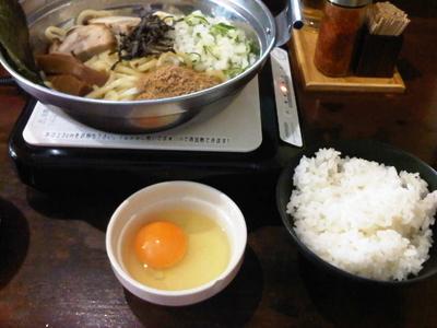 「焼き油そば+生卵+無料サービスライス」@つけめん あびすけ 元住吉店の写真