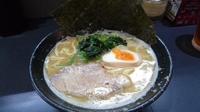 「醤油豚骨ラーメン(680円)」@横浜家系ラーメン 龍源 池上店の写真