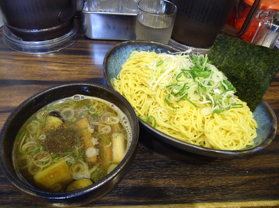 「『鴨煮干つけ麺 中盛(¥850)』」@丸め~背脂煮干~の写真
